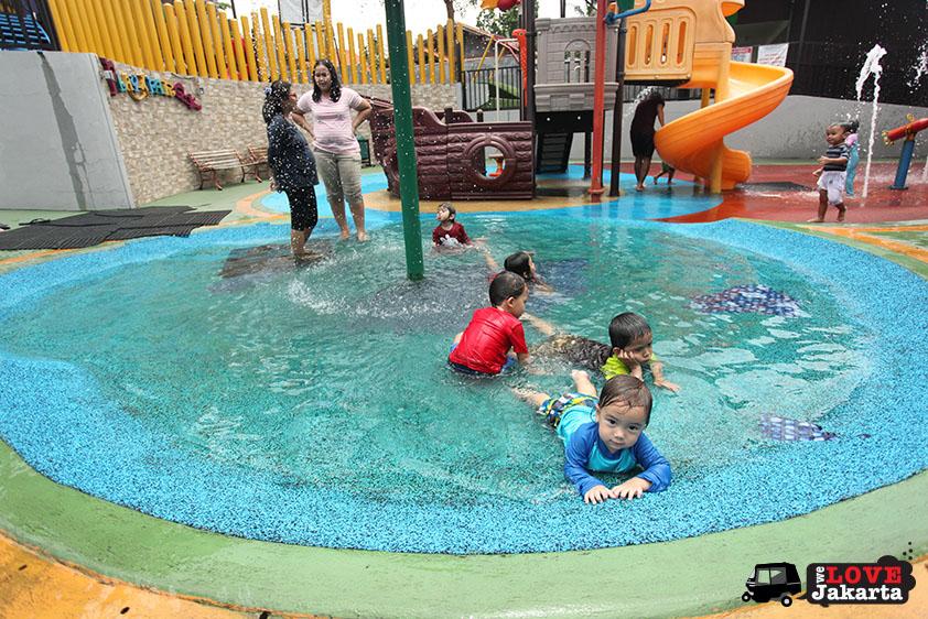 Playparq Bintaro_Water play area Playparq Bintaro_swimming in Jakarta for kids_weekend in jakarta with kids_play dates jakarta_how to cool down in jakarta_tasha may_we love jakarta_welovejakarta