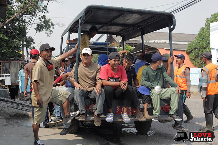 Men going to work in Kalibaru_Tasha May_welovejakarta_We Love Jakarta_Rachel House_Kalibaru North Jakarta